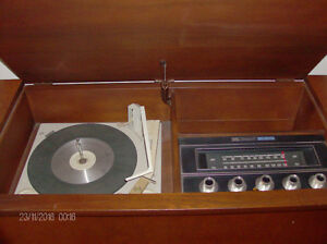 Vintage Westinghouse Vinyl Turntable/Radio Solid Wood Cabinet Stratford Kitchener Area image 4