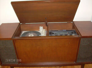 Vintage Westinghouse Vinyl Turntable/Radio Solid Wood Cabinet Stratford Kitchener Area image 3