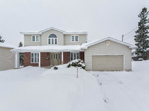 LARGE AND IMMACULATE FAMILY HOME WITH LARGE FENCED-IN BACKYARD!!