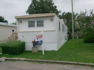 Mobile Home  2 bedrooms, spacious lot London Ontario image 2
