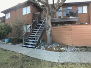 Guildford 2 bdrm 2 bath 1,013 sqft townhouse in a family complex