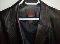(NEW) Danier Leather Ladies Coat for  Fall or Spring Size M/L