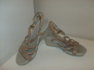 2 Pair of Geox Sandals - Quality Size 6-6.5 & Handbags or Purses