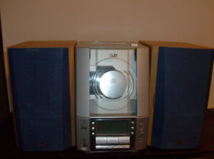 Compact JVC CD Cassette Player & Radio & 2 Speakers