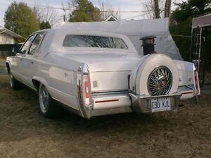 Cadillac Brougham 1990, magnifique, prix réduit.
