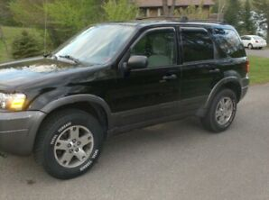 2005 Ford Escape XLT     REDUCED $4495