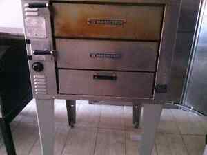 Manufactured 2006 bakers pride gas ovens