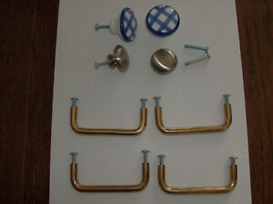 4 Furniture knobs & 4 Brass handles