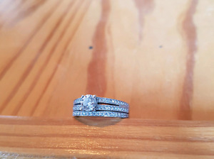 Size 6.5 immaculate  14K Canadian white gold ring