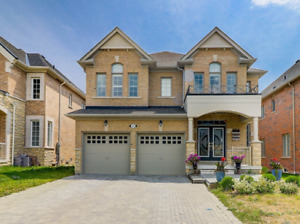4+1 Bedroom Immaculate Spacious House For Lease At Whitby!!