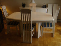 $450 - Table+Buffet+4 chaises / Table+Hutch+4 chairs