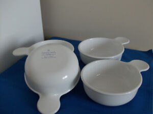 4 Piece Corning Ware Dishes - White in Excellent Condition