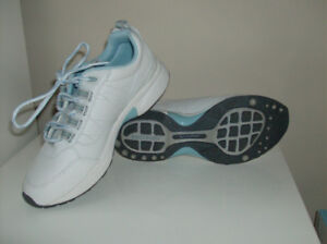 5 Pr Ladies Shoes - Rockport, Geox and Skechers - New or Immac.