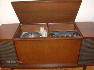 Vintage Westinghouse Vinyl Turntable/Radio Solid Wood Cabinet Stratford Kitchener Area image 3