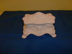 New Lovely White Jewellery/Trinket Dish with Lid
