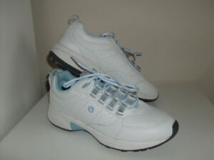 4 Pr Ladies Shoes - Rockport, Geox and Skechers - New or Immac.