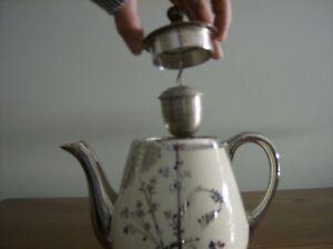 Antique Fraunfelter China Teapot Kingston Kingston Area image 3