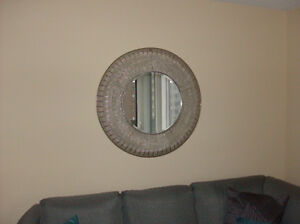 BEAUTIFUL ROUND MIRROR WITH GOLD TONES