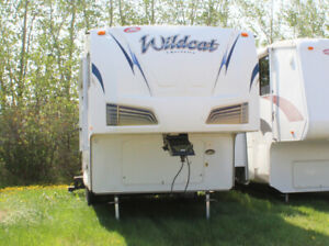 T8735B 2012 Forest River Wildcat 271RLX Fifth Wheel