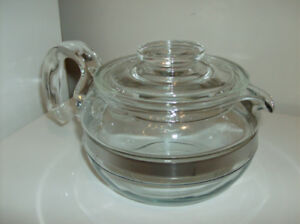 Pyrex Teapot - Vintage Flameware 6 Cups from 1940's + Oshkosh