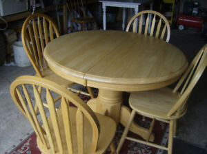 ensemble table & chaises