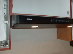 "BROAN 30"" RANGE HOOD IN EXCELLENT CONDITION"