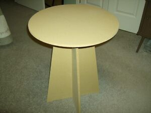 ACCENT TABLE & TABLE CLOTH