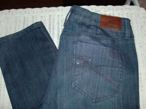 NEW DKNY Women's Jeans - Size 6 + New Wristlets & Makeup Brushes