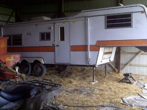 Clean 32ft fifth wheel, ready for summer!