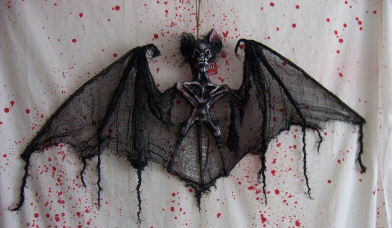 Hanging Vampire Bat Halloween Prop Decoration Skull Bats New