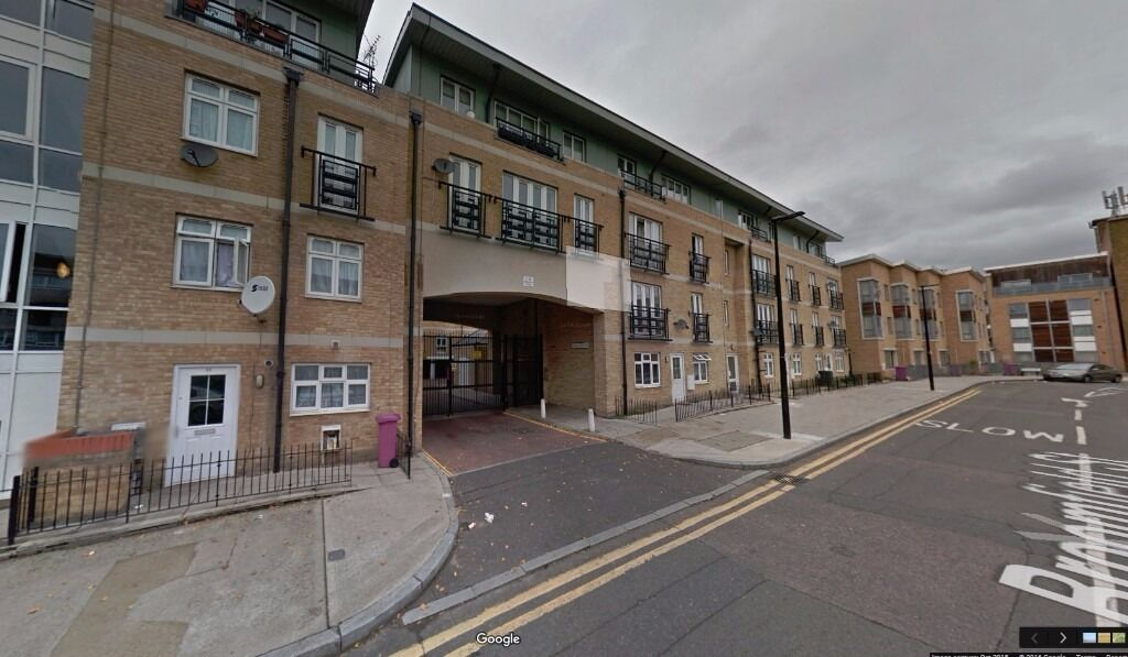 Modern 2 Bedroom apartment in E14, available ASAP DSS Considered, close to DLR Station