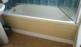 Pressed steel bath in white