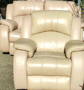 Excellent Condition - Leather Recliner 3 piece Sofa set!!