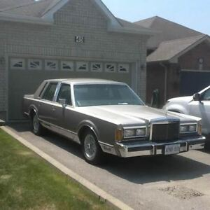 Lincoln Town Car Limited
