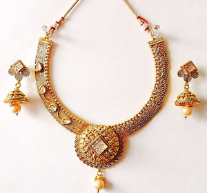 1set necklace with earrings.