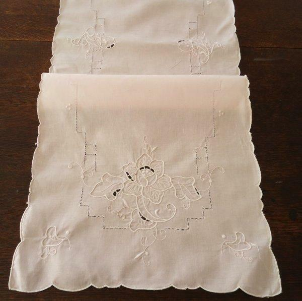Vintage Madeira Embroidered Table Runner Pale Pink White Cutwork Floral