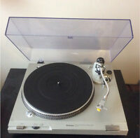 Technics SL-D2 Direct Drive Turntable Record Player