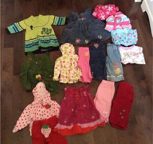 Boîte de vêtements (32 morceaux) de fille 6 mois