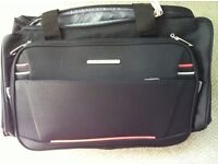 Pierre Cardin holdall type case with straps and pull along handle very light