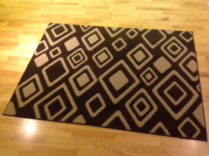 Area decorative rug (4 feet by 5.5 feet)