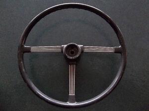 1964 Triumph TR4 banjo steering wheel ......  no cracks