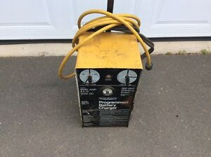 12 volt industrial charger with 300 cranking power