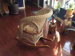Chaise berçante et table