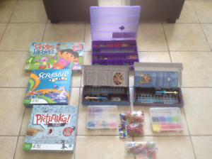 2Sets of Rainbow Loom and 3 Board Games