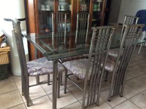 Table de cuisine en verre et 6 chaises en prix pour vente rapide