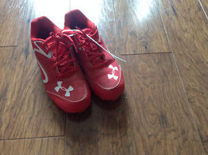 Kids Under Armour baseball cleats size 2.5