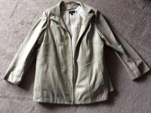 White leather coat (women's) XXXL, new