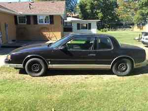 1986 Oldsmobile Toronado Brougham Coupe (2 door)