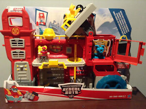 "PLAYSKOOL ""RESCUE BOTS"" GRIFFIN ROCK FIREHOUSE HEADQUARTERS....."
