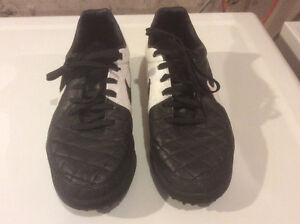 Mens size 8 Nike Tiempo Legacy Soccer Turf Cleats